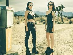 The Veronicas ~ Lisa & Jess Origliasso Lisa and Jessica Origliasso ♡☻ [: Átsék The Veronicas, Verona, Badass Outfit, Road Trip Adventure, Dark Fashion, Women's Fashion, Girl Bands, Female Singers, Celebs