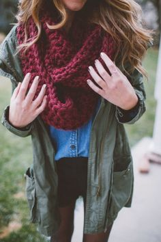 chunky burgundy infinity scarf. Love the color!