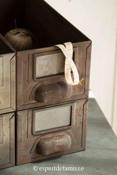 Ancien meuble 8 casiers industriel strafor plateau chene massif - Brocante industrielle en ligne ...