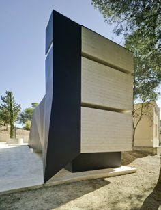 Panteon para un Ingeniero  / Martinez Vidal