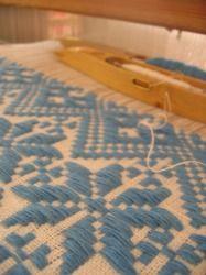 先日織りあげたホールキュロスのバスマットをバックに仕立てたのはIさん  木製のハンドルと、コットンの生地がよく似合う  素敵なバックになりました♪...