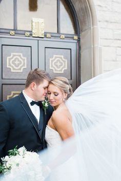 Black Tie Wedding with Gold Accents | Photos by Arielle Peters Photography