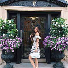 Outfit of the night + charming Boston doorways ❤️❤️ #thursdaynight #ootn #whatiwore #wiw #boston #chanel #anntaylor #revolvexme #joa #revolve #backbay #instafashion #newburystreet #happythursday