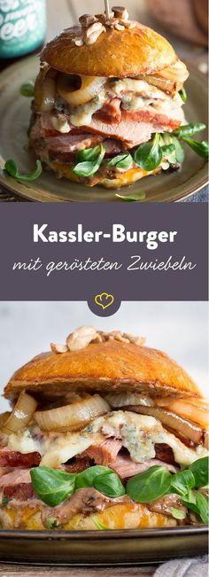 Auch aus regionalen Zutaten kann man unglaublich leckere Burger zubereiten. Wie wäre es mit Kassler, Zwiebeln, Blauschimmelkäse und Feldsalat?