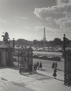 """ Eiffel Tower "" Paris, about: 1954-1959. photo: Kees Scherer"