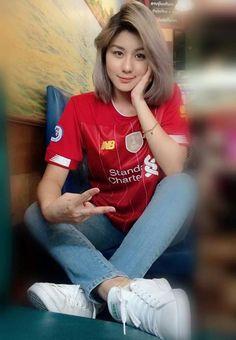 Liverpool Girls, Liverpool Fans, Liverpool Football Club, Football Outfits, Sports Women, Hijab Fashion, Toyota, Sexy Women, Princesses