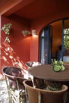Mexican decor: divine mexican patio.           I want this table set.