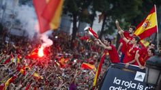 Hundreds of thousands poured out onto the streets of Madrid to welcome home the Spanish national football team after its victory in the Euro 2012 championship