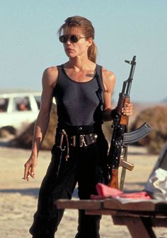 """Linda Hamilton en """"Terminator 2: El Juicio Final"""" (Terminator 2: Judgment Day), 1991"""