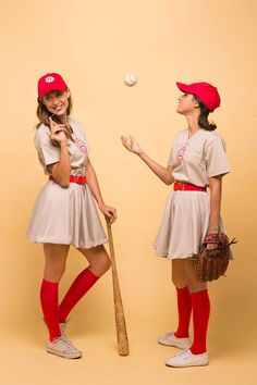 100 Best Couples Costumes & Matching Costumes For Halloween 2018 Cute Group Halloween Costumes, Halloween Kleidung, Cute Halloween Costumes, Halloween Ideas, Halloween 2018, Halloween Party, Halloween Decorations, Halloween Couples, Diy Halloween Costumes
