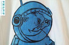 Nutria espacio azul / / camiseta / / unisex por PixelPopDesign, $20.00