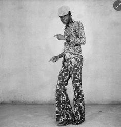 Au cours d'une soirée (1964), Black fashion transforms with the peacock revolution.