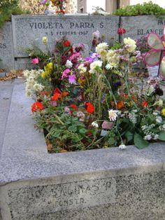 Tumba de Violeta Parra, Cementerio General Santiago, Chile