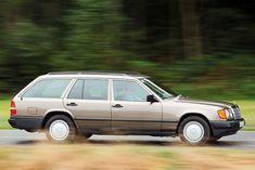 Augen auf – dann entdecken wir diese drei großen Kombis noch (fast) täglich auf unseren Straßen. Kaum zu glauben, dass Opel Omega A Caravan, Volvo 240 Kombi und Mercedes 200 TE (S124) schon 20 Jahre oder älter sind.