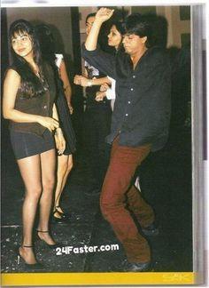 SRK BirthDay Special: A very Beautiful Rare image Of Bollywood Superstar 'Shah Rukh Khan With Gauri Khan dancing at Night Club