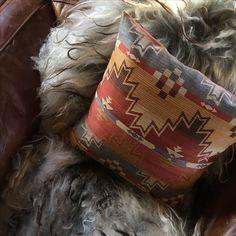 Puter i eget design. Hytte på Hafjell. Interiørdesign og fargekonsulent   Leverandør: www.hegew.no Kreativ Designer: Hege Wølner Throw Pillows, Bed, Toss Pillows, Cushions, Stream Bed, Decorative Pillows, Beds, Decor Pillows, Scatter Cushions