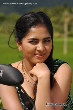 http://www.indiancinemagallery.com/gallery/srushti-dange/Srushti-Dange-in-Puriyatha-Anantham-Puthithaga-Aarambam-Movie-(7)2123.jpg