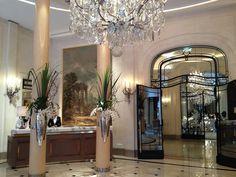 Lobby of Hôtel Plaza Athéné Paris Plaza Athenee Paris, Restaurants, Unique Hotels, Around The Worlds, Interior Design, Mirror, Chic, Beauty, Home Decor