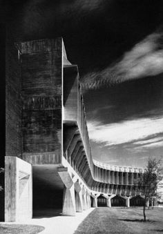 Visions of an Industrial Age // IBM Building, Boca Raton, Florida, USA (circa Marcel Breuer and Robert F. Concrete Architecture, Concrete Building, Classical Architecture, Contemporary Architecture, Interior Architecture, Building Art, Marcel Breuer, Design Set, Concrete Structure