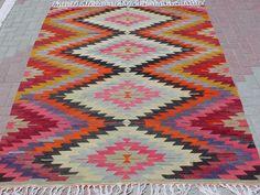 kilim. Girl nursery rug:)