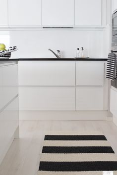 keittiö tammi-1-12 Modern Kitchen Furniture, Kitchen Interior, Interior And Exterior, Furniture Inspiration, Kitchen Inspiration, Kitchen Ideas, Nordic Home, Kitchen Dining, Dining Room