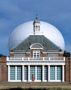 The 2006 Serpentine Gallery Pavilion, designed by Dutch architect Rem Koolhaas of OMA with Cecil Balmond and engineering firm Arup, featured a giant helium-filled canopy