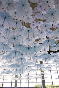 Enchanting Cloud of Umbrellas Suspend Above a Grand Hall An installation of over fanciful white umbrellas floated overhead at the 2015 Habitare Design Fair, infusing the space with a dreamy Umbrella Art, White Umbrella, Instalation Art, Wow Art, Parasol, Land Art, Pics Art, Art Plastique, Public Art