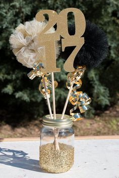 2017 Graduation Party Mason Jar Table Centerpiece This glitter dipped Class of 2017 mason jar makes a great table centerpiece for graduation It will create a stunning vis. Graduation Open Houses, College Graduation Parties, Graduation Diy, Graduation Celebration, Grad Parties, Birthday Parties, Ideas For Graduation Party, High School Graduation Invitations, Birthday Balloons