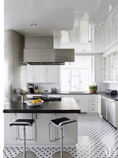 Renovation Inspiration: 16 Black Kitchen Countertops