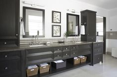 <p>These stylish bathrooms show that a simple black-and-white color palette offers limitless design opportunities.</p>