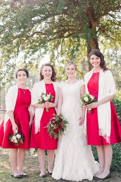 Red winter wedding bridesmaids dresses idea - matching knee-length red bridesmaids dresses with white shawls + white and red bouquets {Mallory Ma Army Wedding, Foto Wedding, Dream Wedding, Wedding Stuff, Winter Wedding Bridesmaids, Red Bridesmaids, Wedding Gallery, Wedding Photos, Dress With Shawl
