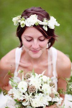 Bride's short wedding hairstyle ideas Toni Kami ⊱✿⊰ Flowers in her hair ⊱✿⊰  White flower crown corona halo