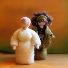 Tutorial - how to make a Needle felted Waldorf Doll Base for nature table or story dolls (the only structure is a pipe cleaner for arms) Wool Dolls, Felt Dolls, Felted Wool Crafts, Felt Crafts, Felt Angel, Needle Felting Tutorials, Felt Fairy, Waldorf Dolls, Wet Felting