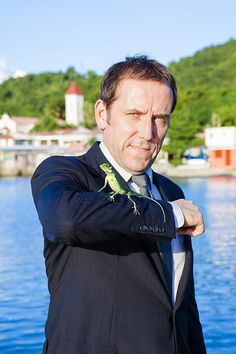 Ben Miller with is pet lizard in Death in Paradise, I was sorry when he left the series.