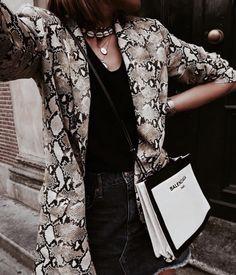 street_style_paris on Poshinsta Look Fashion, Girl Fashion, Fashion Outfits, Womens Fashion, Fashion Trends, Fashion Check, Spring Look, Look Blazer, Inspiration Mode