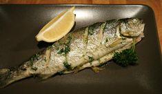 Sült pisztráng recept egy kis csavarral: a hegyi patakok legnemesebb hala az Adriai-tenger halételeinek ízvilágával fűszerezve. Fish Dishes, Wok, Cheddar, Nutella, Turkey, Cooking Recipes, Ethnic Recipes, Foods, Drinks