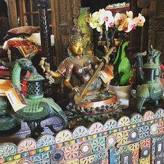 Happy Friday!💜💜💜 @taradesignla www.tara-design.com #goodvibes #livingroom #luxury #interiors #instagood #inspired #india #meditation #yoga #garden #perfect #decor #design #elephant #treasure #vintage #vintagestyle #indiandesigner #culvercity...
