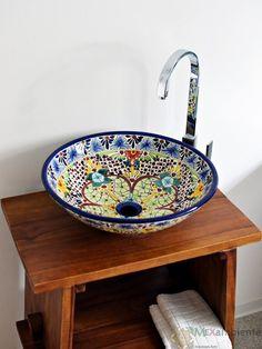 Farbenfrohes Landhausstil Waschbecken aus Mexiko bunt handbemalt von Mexambiente in Deutschland bestellbar Modell Aventura www.mexambiente-shop.com