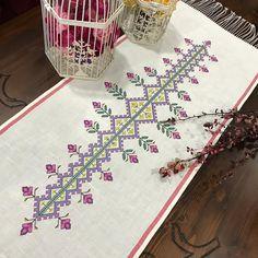 🏡 Merhaba 🌷 Kanaviçe severler burada mı? 🌷🌷🌷 Dilediğiniz örnek, renk ve ölçülerde; İletişim DM 🌷🌷🌷 #kanaviçe #etamin #örtü #nakış #elişi… Cross Stitch Borders, Cross Stitch Designs, Dremel Projects, Projects To Try, Bargello, Filet Crochet, Embroidery Art, Pixel Art, Needlework