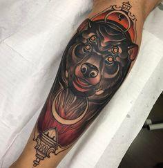 Tatuagem criada por Denis Vazios de Vila Velha.  Urso no estilo neo tradicional.  #tattoo #tattoo2me #tatuagem #neotradicional #art #arte #colorida