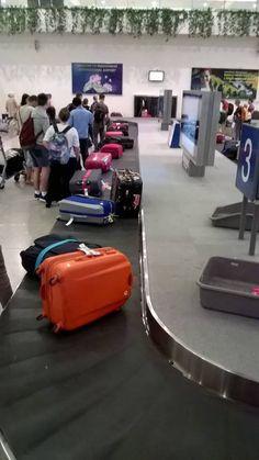 Jordi e Isa esperando la maleta que nunca llego... Airplane Photography, Couple Photography Poses, Tumblr Photography, Travel Photography, Snapchat Picture, Instagram And Snapchat, Travel Aesthetic, Aesthetic Photo, Girly Pictures