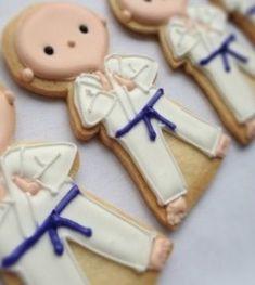Karate cookies - more super cute karate cookies Cookies For Kids, Fun Cookies, Cupcake Cookies, Decorated Cookies, Iced Sugar Cookies, Royal Icing Cookies, Judo, Karate Party, Cookies Decorados