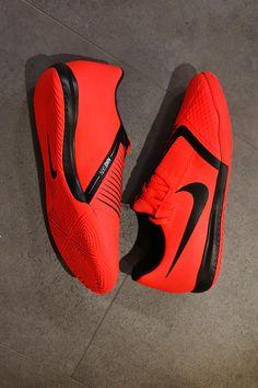 info for 2afb3 d1c42 Nike Phantom Venom Academy IC Nike nos presenta las nuevas Phantom VNM, que  recuerda a