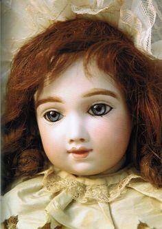 Thuillier bébé © MUSÉE DE LA POUPÉE IMPASSE BERTHAUD Beaubourg district 75003 PARIS Rambuteau 01 42 72 73 11