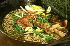 """Il ramen è una zuppa ricca di sapori e di aromi che richiamano l'oriente, molto diffusa in Giappone, che ha origini cinesi molto antiche e poco conosciute. Anche il significato della parola non è certo: le teorie più diffuse associano il termine ramen al tipo di pasta usata per la preparazione, altre sostengono che il termine indichi il gesto del """"mescolare"""" il brodo con altri ingredienti. Il ramen è un piatto molto sostanzioso di cui esistono innumerevoli varianti, infatti ogni località…"""