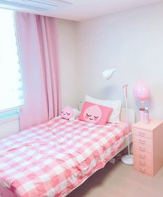 trendy Ideas for room decor pink diy bedroom ideas Cute Room Ideas, Cute Room Decor, Room Decor Bedroom, Diy Bedroom, Bedroom Ideas, Girl Bedroom Designs, Girls Bedroom, Bedrooms, Kawaii Bedroom