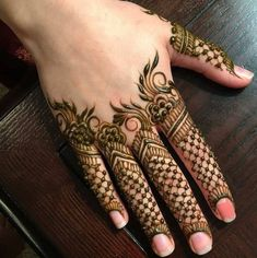 Ever had a moment where your mehendi artist has put in absolutely zero efforts to create a unique finger mehendi design? Imagine your palm donned with gorgeous, intricate henna details but you pay no. Finger Mehendi Designs, Mehndi Designs For Beginners, Mehndi Designs For Girls, Mehndi Design Photos, Mehndi Designs For Fingers, Unique Mehndi Designs, Beautiful Henna Designs, Mehndi Designs For Hands, Henna Tattoo Designs