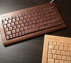 Wood by nature is more eco-friendly than plastic. Hacoa wooden keyboards offer a green and beautiful design alternative to the dull plastic keyboards everyone else has. Tech Gadgets, Cool Gadgets, Technology Gadgets, Diy Kits, Wood Design, Computer Keyboard, Decoration, Inventions, Geek Stuff