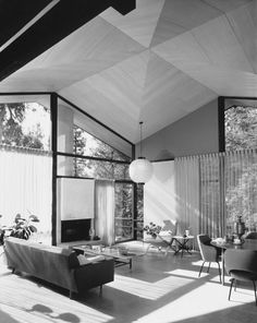 Julius Shulman was one of the most important architectural photographers, best known for his iconic photographs of the Case Study Houses. Décoration Mid Century, Mid Century Decor, Mid Century House, Mid-century Interior, Mid Century Modern Design, Interiores Design, Interior Architecture, Online Architecture, Mid-century Modern