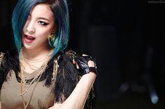 SMTOWN Vyrl f(x) - 'RED LIGHT' + 'Shake That Brass' Era Krystal, Red Velvet, Victoria, Wonder Woman, Photoshoot, Poses, Hair Styles, Beauty, Angles